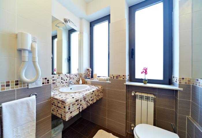 Foto bagno camera quadrupla bilocale - Hotel Sirio a Lido di Camaiore in Versilia, Toscana