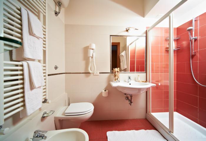 Foto bagno camera doppia - Hotel Sirio a Lido di Camaiore in Versilia, Toscana