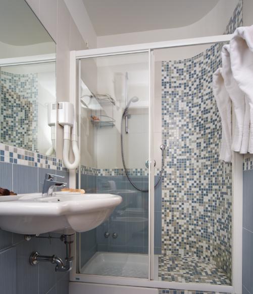 Foto bagno camera tripla - Hotel Sirio a Lido di Camaiore in Versilia, Toscana