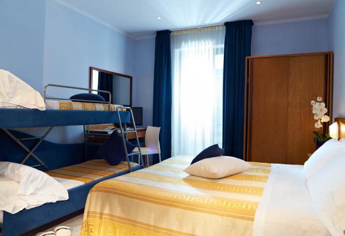 Letto A Castello Toscana.Family Room Hotel Sirio 3 Stars In Lido Di Camaiore Versilia