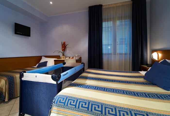 Camera tripla o quadrupla con culla - Hotel Sirio a Lido di Camaiore in Versilia, Toscana