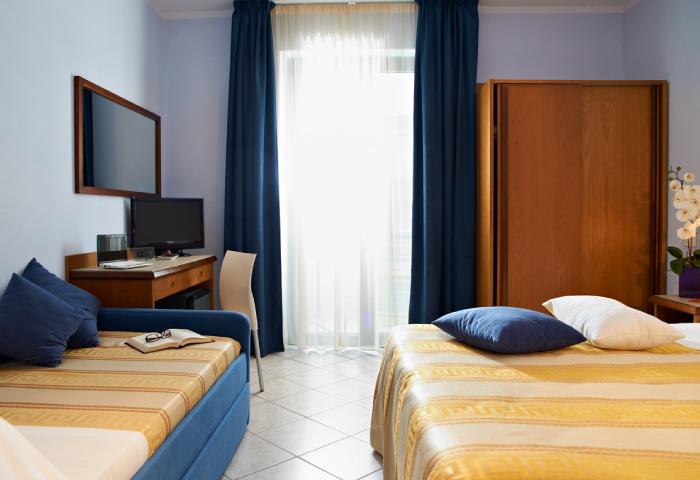 Foto camera tripla con balcone - Hotel Sirio a Lido di Camaiore in Versilia, Toscana