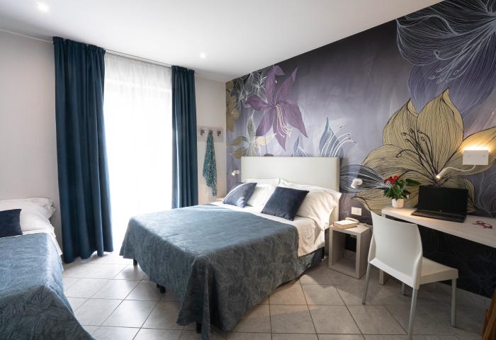 Foto camera tripla - Hotel Sirio a Lido di Camaiore in Versilia, Toscana