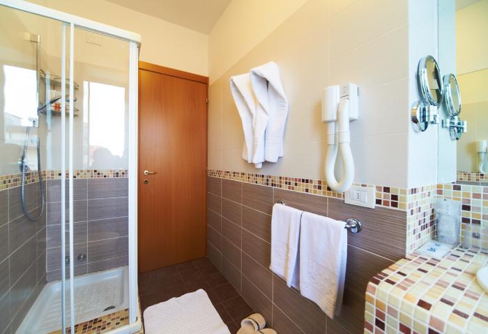 Foto bagno appartamento bilocale residence comfort - Hotel Sirio a Lido di Camaiore in Versilia, Toscana