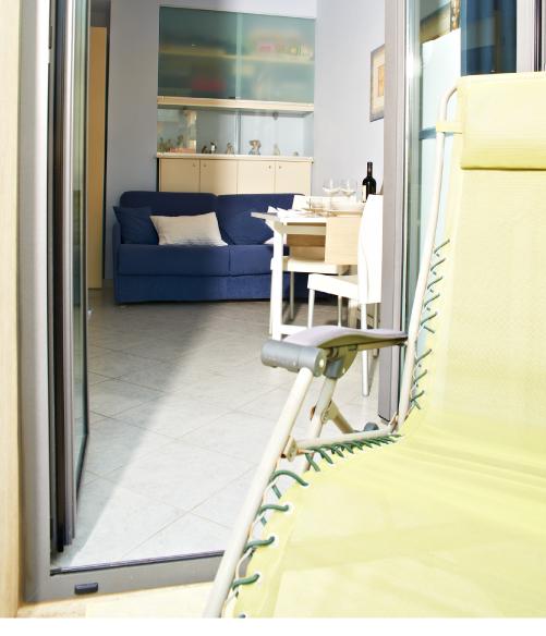 Foto Soggiorno appartamento bilocale residence comfort - Hotel Sirio a Lido di Camaiore in Versilia, Toscana